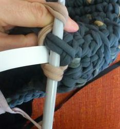 3-como-hacer-bolsos-de-trapillo-con-dos-agujas