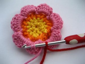 como hacer flores a crochet faciles-32